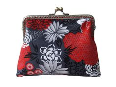 Red and Grey Roses Floral Oriental Antique Bronze Sew in Clasp Frame Clutch Purse Evening Bag by girlgotbag on Etsy Floral Clutch Bags, Floral Clutches, Clutch Purse, Coin Purse, Gifts For Friends, Gifts For Her, Handmade Clutch, Grey Roses, Sewing Blogs