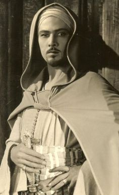Rudolph Valentino Collectibles: Rare Photos from The Hooded Falcon