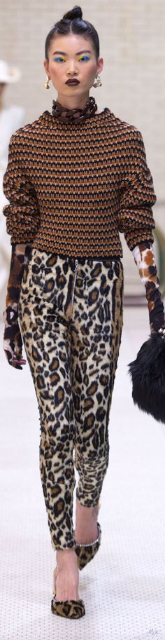 Valentino - Trend: Really Wild Show; Knitwear Fashion, Knit Fashion, Love Fashion, Runway Fashion, Womens Fashion, Fashion Design, Animal Print Fashion, Fashion Prints, Moda Crochet