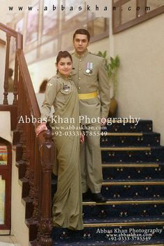 Pakistani Bride and groom . Army Couple Pictures, Couple Photos, Beauty Army, Pak Army Soldiers, Pakistan Armed Forces, Asian Wedding Dress, Pakistan Army, Beautiful Muslim Women, Army Love