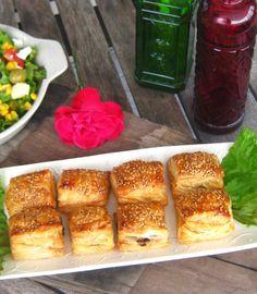 delilicias: Folhadinhos de Alheira, maçã, queijo de cabra e uma salada