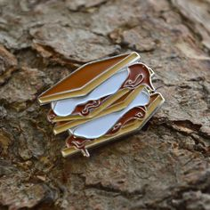 S'mores pin – Fairgoods