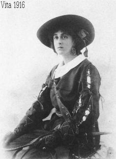 Vita Sackville-West, aged 22.