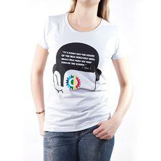 Camiseta feminina sublimada em tecido 100% poliéster. O design da estampa teve inspiração no clássico filme de Stanley Kubrick, Laranja Mecânica.