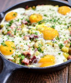A St. Patrick's Day must-have: Corned Beef Hash Baked Eggs with Cheese recipe is perfect for breakfast or dinner! | www.cookingandbeer.com @jalanesulia