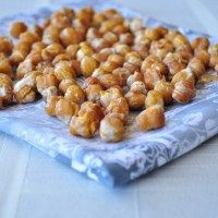 Maple Cinnamon Roasted Chickpeas | My Whole Food Life - very low sugar sweet snack idea - I need to try it soon!