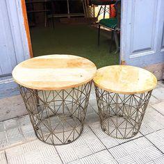 www.potsdam.es C/Santa Marta 6 Pamplona. Mesas auxiliares con estructura metalica color cobre y sobre de madera