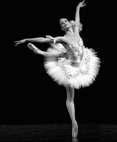 classic-ballerina-pose-grace.jpeg (326×397)