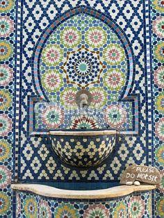 Stock Photo : Moroccan mosaic tile wall fountain