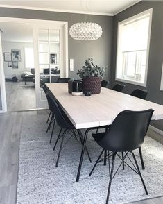 God kveld fra spisestua 🎶 Kvalitetstid med lillesøster i kveld ❤️ Det er. Good evening from the dining room 🎶 Quality time with little sister tonight ❤️ It's cozy there ! Large Dining Room Table, Dining Room Design, Dining Chair, Dining Room Inspiration, Inspiration Design, Small Room Bedroom, Home Fashion, Interior Design Living Room, Home And Living