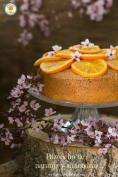 BIZCOCHO DE NARANJA Y ALMENDRA Cupcakes, Panna Cotta, Food And Drink, Pudding, Cooking, Ethnic Recipes, Sweet, Desserts, Bundt Cakes