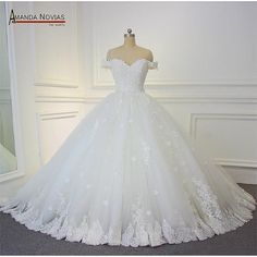 robe de mariage 2018 Wedding Dress Off The Shoulder Straps Ball Gown Wedding Gown Most Beautiful Wedding Dresses, Classic Wedding Dress, Used Wedding Dresses, Bridal Dresses, Wedding Gowns, Wedding Blue, Floral Wedding, 2017 Wedding, Wedding Hair