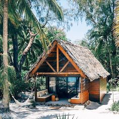 "2,025 mentions J'aime, 28 commentaires - Dream Big Live Tiny® Co. (@dreambiglivetiny) sur Instagram : ""Tiny jungle bungalow on the beaches of Madagascar! Some design inspiration for those who would…"""