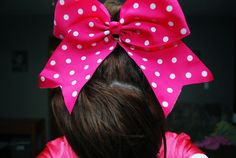 hot pink with white polka dots!! want!!