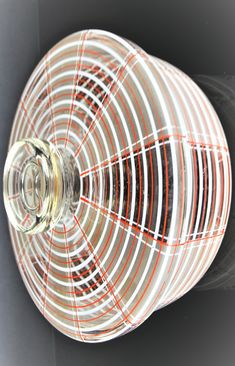 Art Deco bowl with lid / cake box, Brothers Podbira, Haida/Bohemia ca in the Viennese Workshop tradition. colorless glass with grid decoration in white and red. Box Cake, Czech Glass, 1930s, Grid, Workshop, Art Deco, Home Appliances, Traditional, Decoration