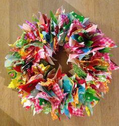 Verjaardagskrans!, oude plastic vlaggetjes slinger in stukken geknipt en op een strokrans gestoken.