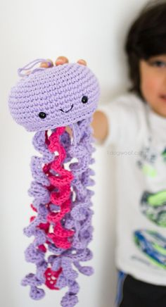 Cute crochet jellyfish, FREE pattern | www.1dogwoof.com
