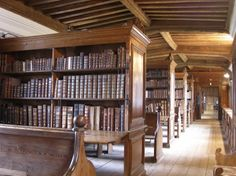 The Chained Library at Wells Cathedral houses books published before 1800. These were collected by the canons in the 16th, 17th and 18th centuries and reflects their wide-ranging intellectual interests.