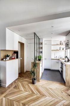 Plans Maison En Photos 2018   Image   Description  A Gauche, la salle de bains, à droite, la cuisine ouverte sur le séjour.