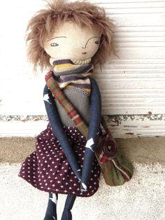 Muñeca de lino y algodón. 32 cm. Incluye un bolso de AntonAntonThings en Etsy