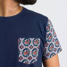A nossa Salmon Pink Xyta T-shirt, inspirada pelo padrão de Chita de Alcobaça.  T-shirt 100% algodão. Disponível também em branco.  -  Our Salmon Pink Xyta T-shirt, inspired by the pattern of Chita de Alcobaça.  100% cotton t-shirt. Also available in white.    More at alfayate-shop.com    #heritageinspired#chitadealcobaça #chintz #tradição #tradition #cultura #culture #xytacollection#salmonpink #moodindigo#tshirt #fashion #urbanwear#portugal #madeinportugal