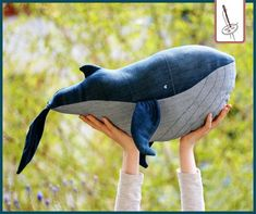 Jeans upcycling: sew a wedge - Sewing (Toys/ Spielzeug) - Denim Fashion Artisanats Denim, Jean Diy, Whale Pillow, Recycled Crafts Kids, Diy Jeans, Denim Crafts, Textiles, Clothes Crafts, Sewing Toys