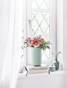 Die Vase The Lyngby im frischen Mint sorgt fpr puristisch… Summery view! The vase The Lyngby in the fresh mint provides for purist [. Decor, Summer Decor, Interior, Lyngby, Living Room Bedroom, Vase Shop, Vase, Interior Design, Vases Decor