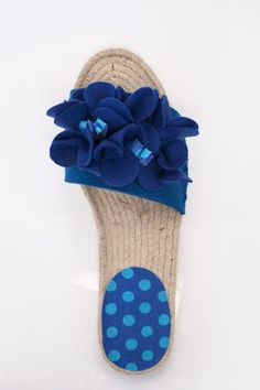 Espadrilles with felt flowers, made with circle cutter, for more inspiration click here: http://www.prymyourstyle.com/index_gb.html