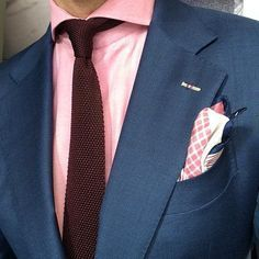 Navy suit and pink shirt Gq Style, Sharp Dressed Man, Well Dressed Men, Pliage Pochette Costume, Pink Pocket Square, Pocket Squares, Fashion Moda, Mens Fashion, Outfits Hombre