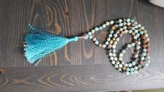 Mala amazonite et rudraksha 108 billes pierres fines yoga Mala Meditation, Tassel Necklace, Yoga, Beads, Stone, Creative, Etsy, Stones, Beading