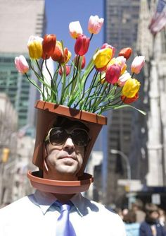 This made me laugh and laugh.so fun for an Easter parade Easter traditions Crazy Hat Day, Crazy Hats, Silly Hats, Funny Hats, Easter History, Easter Hat Parade, Spring Hats, Easter Traditions, Flower Hats