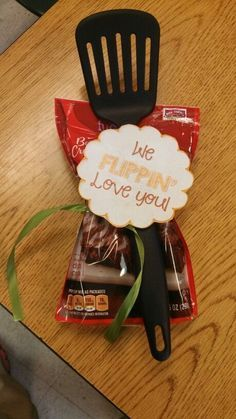Great gift idea for a teacher!  Maybe for end of the year???  Use with Cookie mix or pancake mix!?  LOVE!