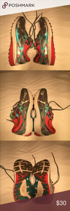 Brooks Running Shoes Brooks Ravanna 7 Running Shoes, in excellent shape, barely worn. Full tread, no odor, perfect for the gym or distance runs ! Brooks Shoes Sneakers