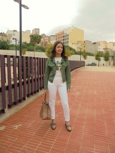 COMBINAR UNA CAZADORA VERDE - Temporada: Primavera-Verano - Tags: casual,  - Descripción: http://zaracabanyes.blogspot.com.es/2017/10/como-combinar-una-cazadora-verde-look.html #FashionOlé