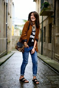 Look, outfit, streetstyle, estilo, birkenstock, birken, shoes, sapato, sandalia, jeans, pants, calça jeans, blazer, shirt, blusa.