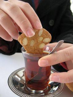Bizim Pastane: Bademli Kitir Kareler