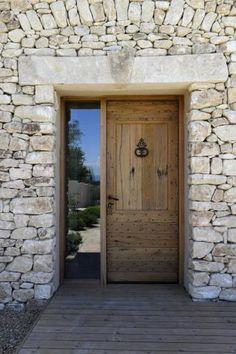 Entrance doors: Antique doors Source by Main Entrance Door, Main Door, House Entrance, Entry Doors, Oak Front Door, Front Entry, Door Gate Design, Diy Sliding Barn Door, Antique Doors