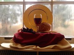 This is a still life we put in our church windows on Communion Sunday. Fall Church Decorations, Church Ideas, Alter Decor, Catholic Altar, Holy Thursday, Maundy Thursday, Church Stage, Church Windows, Church Interior