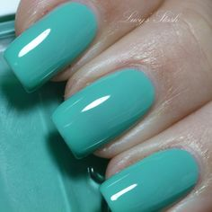 Essie Turquoise & Caicos.......the one that started it all...wearing nail polish again ..that is! I had it on for over a month,sans base or topcoat.Not a chip!!!