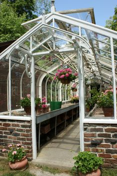 love the entry to this greenhouse