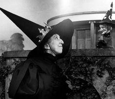 The Wizard of Oz's Margaret Hamilton with Lady Elaine Fairchilde on MISTER ROGERS' NEIGHBORHOOD
