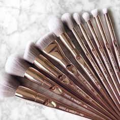 Make Up Lieferungen Makeup Brush Cleaner, Makeup Brush Holders, Makeup Brush Set, Makeup Storage, Makeup Organization, Wet N Wild Brushes, Make Up Gold, Natural Makeup Tips, Eyelash Sets