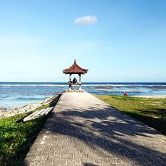 #surfer #surfing #wave #surferdude#surfergirl #wave #tanahlot #ocean #bali #explorebali #explore #traveler #travelbug #travelgram #tagsforlikes #loveit #likeforlike #photography #photographer #lens #culture #balinese #livefolkindonesia #landscape #candid #livefolk #ocean #followforfollow  #landscape #scenery #heavenonearth #bw
