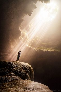 Sunbeams illuminate the vertical cave of Grubug, Jomblang, Central Java, Indonesia by Kristian Maglalang Jesus Pictures, Nature Pictures, Prophetic Art, Jesus Art, Biblical Art, Nature Photography, Beautiful Places, Scenery, Around The Worlds