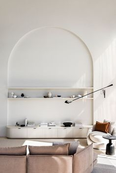 quirky home decor Arched wall niche and use of volumes Quirky Home Decor, Cheap Home Decor, Global Decor, Color Palette For Home, Interior Design Minimalist, Danish Interior Design, Living Spaces, Living Room, Studio Living