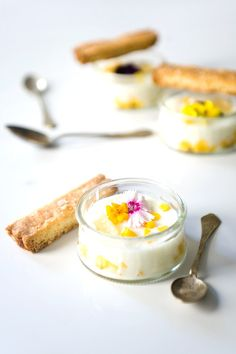 Mango Kefir Panna Cotta with Coconut Honey Shortbread - smooth and tangy mango panna cotta served with honey topped coconut shortbread. Kefir Recipes, Baking Recipes, Healthy Dessert Recipes, Just Desserts, Mango Panna Cotta, Kefir Benefits, Donia, Thing 1, Shortbread