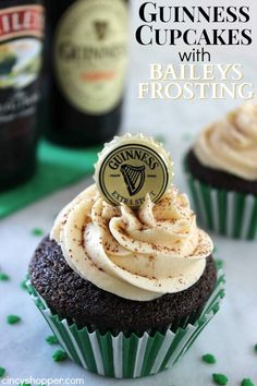 Guinness Cupcakes with Bailey's Frosting. The BEST cupcake all year long but PERFECT for St. patricks day food guiness Make Guinness Cupcakes with Bailey's Frosting for St. Baileys Frosting Recipe, Frosting Recipes, Cupcake Recipes, Dessert Recipes, Baileys Cake, Guinness Cupcakes, Just Desserts, Delicious Desserts, Yummy Food