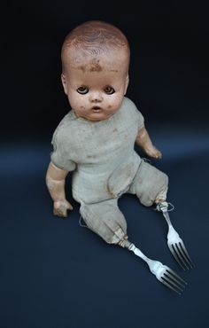 Found and altered doll, forks - by Martha Todd Ceramic Artist Baby Doll Dolls Halloween Prop, Casa Halloween, Halloween Crafts, Halloween Decorations, Creepy Baby Dolls, Zombie Dolls, Manualidades Halloween, Haunted Dolls, Arte Horror