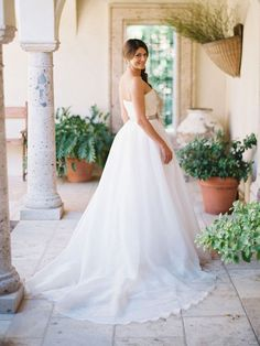 Absolutely captivating strapless Reem Acra Orchid wedding dress for sale at 71% off retail prices! Grab this bargain of a designer wedding gown for your wedding and look fabulous.  #SaveMoneyWeddingDress #PreLovedWeddingDresses #UsedWeddingDressesForSale
