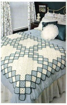 Granny square afgan blanket or throw. Full crochet pattern and instructionsLovely idea Picture onlyDiscover thousands of images about Lovely idea Crochet Bedspread, Crochet Quilt, Crochet Blocks, Crochet Squares, Crochet Home, Crochet Granny, Crochet Baby, Crochet Motifs, Afghan Crochet Patterns